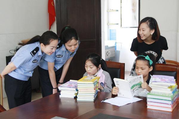 15年来,宁波海关缉私局向宁海县越溪乡金钥匙希望小学累计捐款9万余元