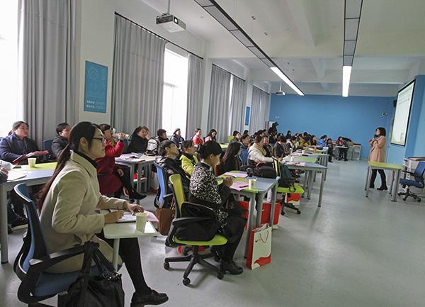 """全省本科院校""""翻转课堂""""与混合式教学研讨会在宁波大红鹰学院召开"""