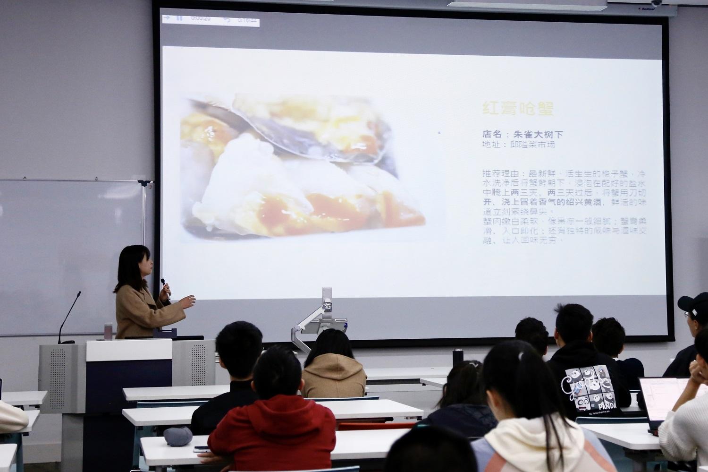 来自宁波诺丁汉大学的100余名大学生参加了此次推介活动.